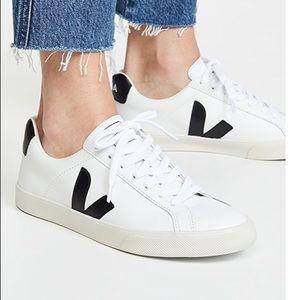 Veja V10 Esplar Sneakers in Extra White Sz 41